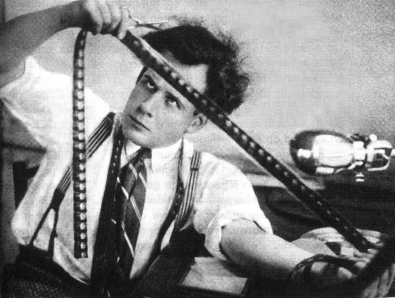7 Art Cinema | Serguei Mikhailovich Eisenstein - Сергей Михайлович Эйзенштейн | 1898 - 1948 | Longs métrages, 1924 : La Grève - (Стачка («Чертово гнездо», «История стачки»)) - (Strike), 1925 : Le Cuirassé « Potemkine » (Броненосец «Потёмкин» («1905 год»)) - (The Battleship Potemkin), 1927 : Octobre - (Октябрь («Десять дней, которые потрясли мир»)) - (October: Ten Days That Shook the World), 1929 : La Ligne générale (ou L'Ancien et le Nouveau) (Старое и новое («Генеральная линия»)) - (The General Line aka Old And New), 1932 : Que Viva Mexico! - (незаконченный фильм «Да здравствует Мексика!») -(¡Que viva México!), 1935 : Le Pré de Béjine - (Бежин луг) -(Bezhin Meadow), 1938 : Alexandre Nevski - (Александр Невский) - (Alexander Nevsky), 1944 : Ivan le terrible, Partie I - (Иван Грозный (1-я серия)) - (Ivan The Terrible, Part I), 1946 : Ivan le terrible, Partie II (Иван Грозный (2-я серия, сказ второй — «Боярский заговор»)) - (Ivan The Terrible, Part II) | Courts métrages, 1923 : Le Journal de Gloumov, 1930 : Romance sentimentale (France), 1934 : Death Day | Serguei Mikhailovich Eisenstein 1898 - 1948 | Photographie